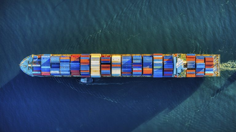Глобалното корабоплаване е изправено пред голям недостиг на служители на борда до 2026 г.