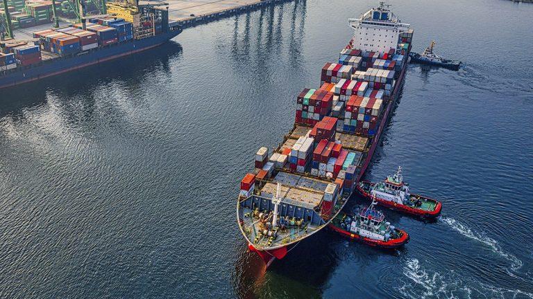 Как големият интерес към китайски стоки от САЩ и Европа се отрази на морския транспорт...
